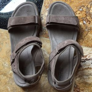 G.H. Bass & Co Propel taupe sandals/touring straps